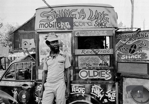 Foto reggae. Coche sound system Jamaica
